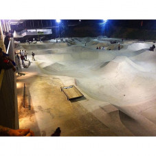 Went to a pretty cool out door skate park here in Malaysia tonight after the first day of the @artofspeedmy Kustom Kulture show and had a blast skating a fun flat bar with @jason_atr ... Street CAB was is full effect
